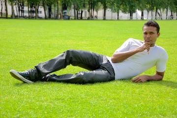 Pose sur l'herbe (2)