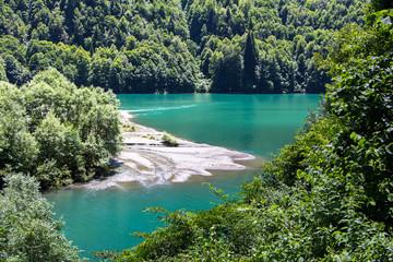 Poster de jardin Olive Image of turquoise lake among mountains