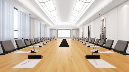 Großer Tisch im Konferenzraum