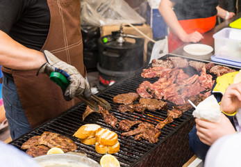 Foto auf Acrylglas Grill / Barbecue Person barbecuing meat at a catered event