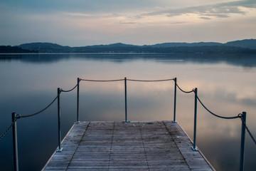 Paesaggi del lago maggiore al tramonto