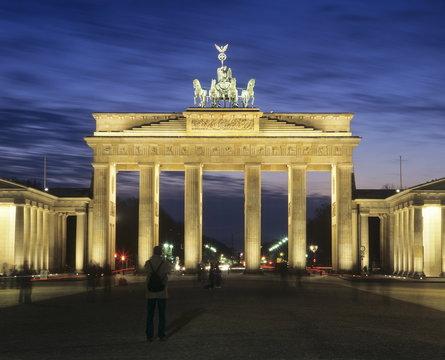 Brandenburg Gate (Brandenburger Tor) and Quadriga winged victory, Unter den Linden, Berlin, Germany