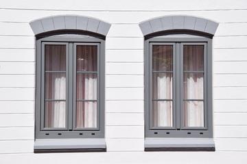 Restaurierte Rundbogenfenster