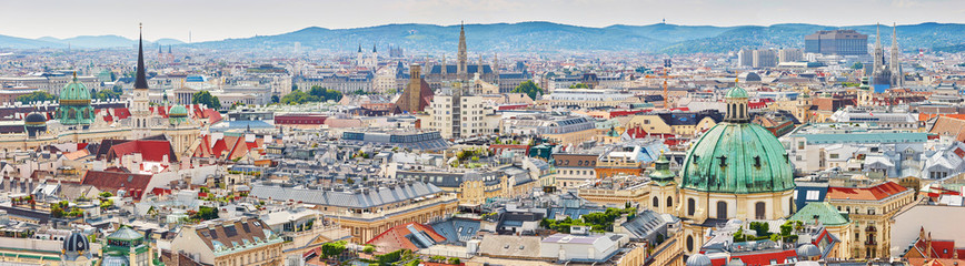 Spoed Fotobehang Wenen Aerial view of city center of Vienna