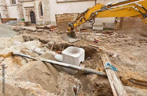 Neue abwasserrohre und ein neuer kanalschacht aus beton for Neue gartendeko aus beton