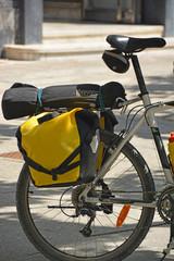bicicleta con alforjas