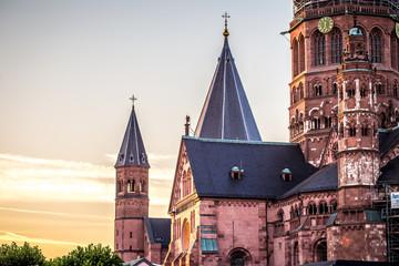Mainzer Dom in der Sonne am Morgen