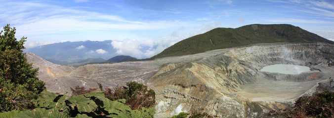 Panorama of the Poas Volcano in Costa Rica Fototapete