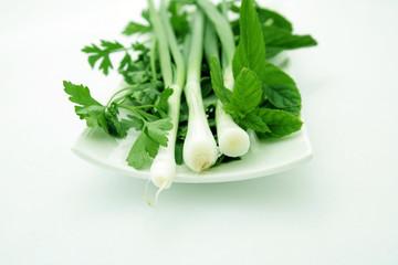 yeşil soğanlı salata