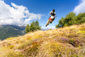 Wall Mural - motocross in montagna
