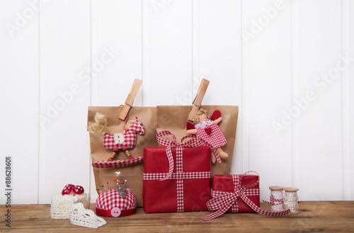 weihnachtsgeschenke kaufen und verpacken dekoration zu. Black Bedroom Furniture Sets. Home Design Ideas