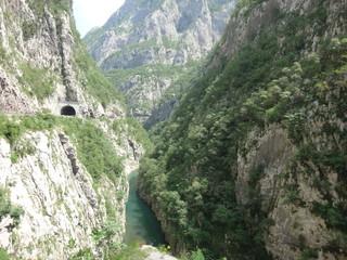 Ущелье в горах в летний день