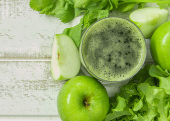 apple and vegetable smoothie