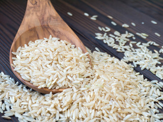Brown rice in the wooden spoon