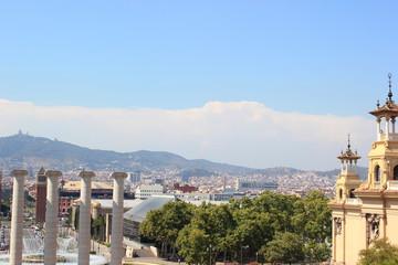 Blick vom Montjuic (Palau Nacional) auf Vier Säulen und Barcelona