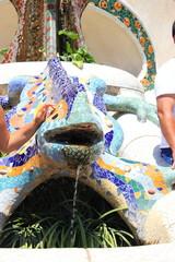 Der Salamander mit Brunnen im Park Guell in Barcelona