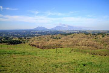 くじゅう高原から見た阿蘇山