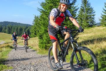 Fototapete - Radsportler auf Tour im Schwarzwald