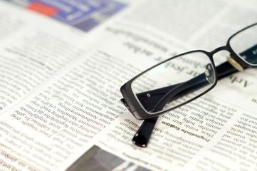 Zeitung Brille