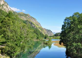 Lac en montagne en été, Les Brévières - Savoie