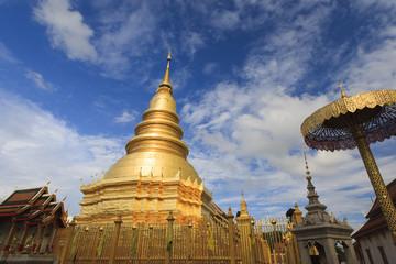 タイ北部の寺院、ワット・プラ・タート・ハリプンチャイ