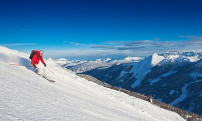 Österreich, Salzburg Land, Mitte der erwachsenen Mann Skifahren