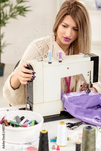 young fashion designer sew stockfotos und lizenzfreie. Black Bedroom Furniture Sets. Home Design Ideas