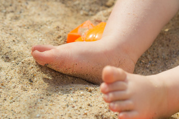 Babyfuß im Sand