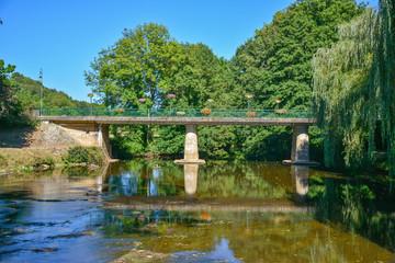 pont sur l'auvézère en dordogne