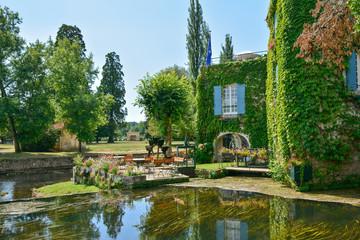 moulin à eau, terrasse et jardin