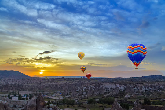 Hot air balloons sunset discovery