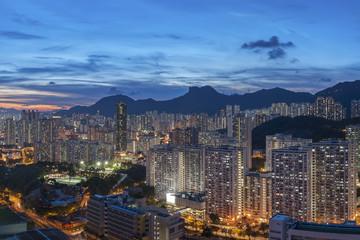 Poster de jardin Arizona Panorama of Hong Kong City skyline and Lion Rock Hill at dusk
