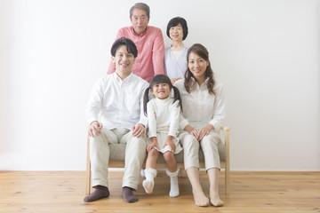 団欒する家族