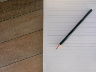 Blank lined notepad with pencil
