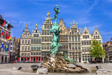 Photo sur Aluminium Antwerp Traditional flemish architecture in Belgium - Antwerpen city