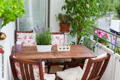 Balcony In Summer Balkon Im Sommer Tisch Stühle Deko Lave