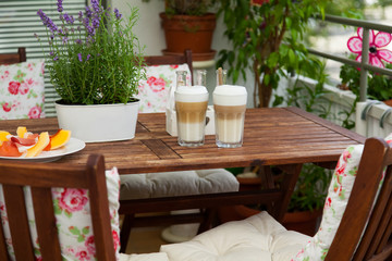 balcony in summer - Balkon im Sommer, Latte macchiato, Tisch