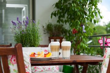 balcony in summer - Balkon im Sommer, Latte macchiato, Tisch, St