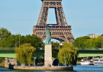 Tour Eiffel et statue de la liberté