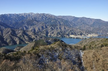 仏果山より丹沢と宮ヶ瀬湖の眺め