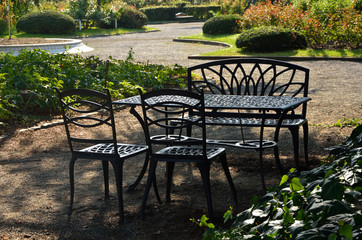 Garden table  庭園