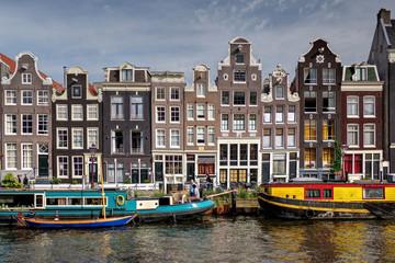 Hausboote und Giebel in der Amsterdamer Herengracht