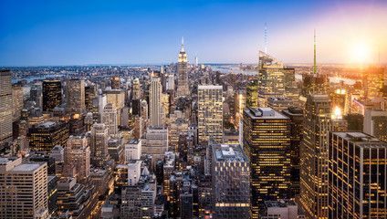 Fototapete - Manhattan Skyline mit Empire State Building bei Sonnenuntergang in New York City USA