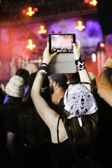 tablette photo photographier concert musique fan public