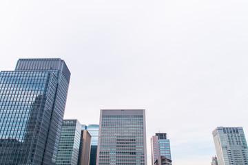 高層ビル群と空 東京のビジネス街