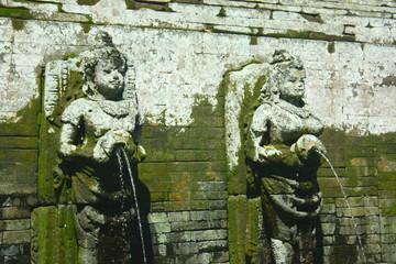 バリ島のゴアガジャ遺跡の沐浴場
