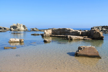 Ruines sur une plage d'Alger, Algérie