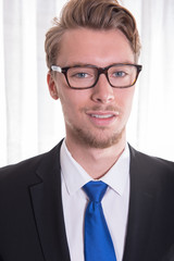 Portrait young business man in suit and tie