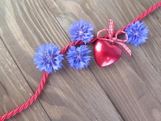 Rotes Herz mit Blauen Blumen