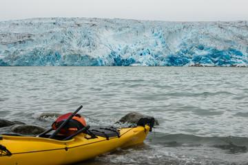 Kayak devant l'Inlandsis du Groenland